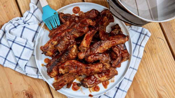 How to Cook Pork Ribs in Slow Cooker with Barbecue Sauce Recipe